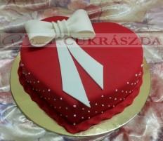 15 szeletes szív torta, rendelhető nagyobb méretben is. A torta ára 12 ezer ft