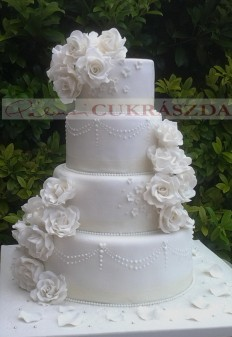 90 szeletes esküvői torta
