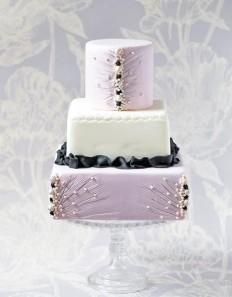 60 szeletes torta, de kérhető bármelyik szintje is külön