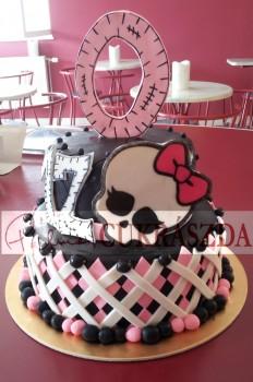 2 emletes 30 szeletes Monster High torta. Rendelhető egy szintesben (15 szeletes) is