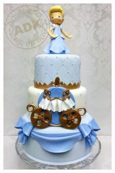 50 szeletes torta, de kérhető bármelyik szintje is
