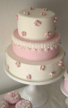 55 szeletes torta, de kérhető kevesebb szint is