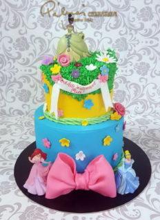 Legkisebb rendelhető méret 25 szeletes, de kérhető csak a torta egyik szintje is